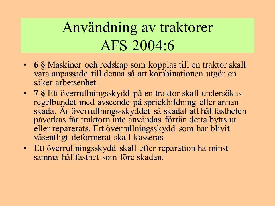 Användning av traktorer AFS 2004:6 •8 § Vid förarplatsen får inte finnas oskyddade trycksatta hydraulslangar från maskiner eller redskap som är kopplade till traktorn.