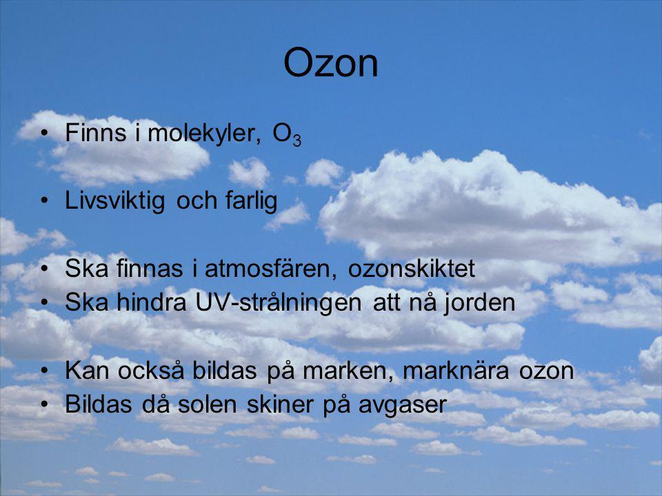 Marknära ozon skadar våra lungor Skadar växternas klorofyll och klyvöppningar Skadar gummi och plast För att undvika bildandet: Kör saktare Använd katalysator