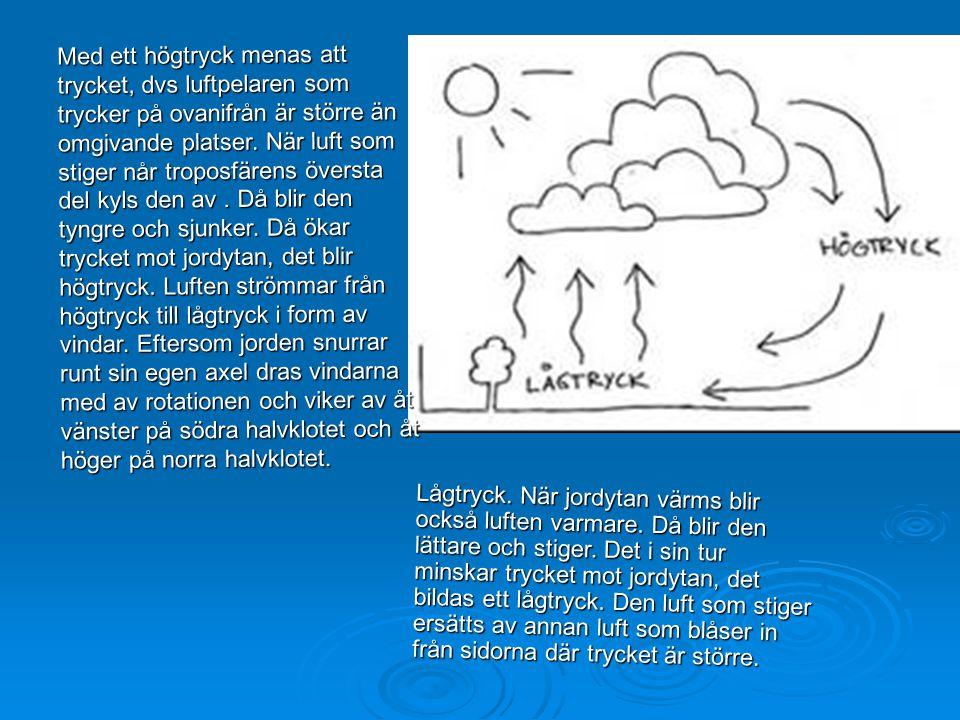 Med ett högtryck menas att trycket, dvs luftpelaren som trycker på ovanifrån är större än omgivande platser. När luft som stiger når troposfärens översta del kyls den av . Då blir den tyngre och sjunker. Då ökar trycket mot jordytan, det blir högtryck. Luften strömmar från högtryck till lågtryck i form av vindar. Eftersom jorden snurrar runt sin egen axel dras vindarna med av rotationen och viker av åt vänster på södra halvklotet och åt höger på norra halvklotet.