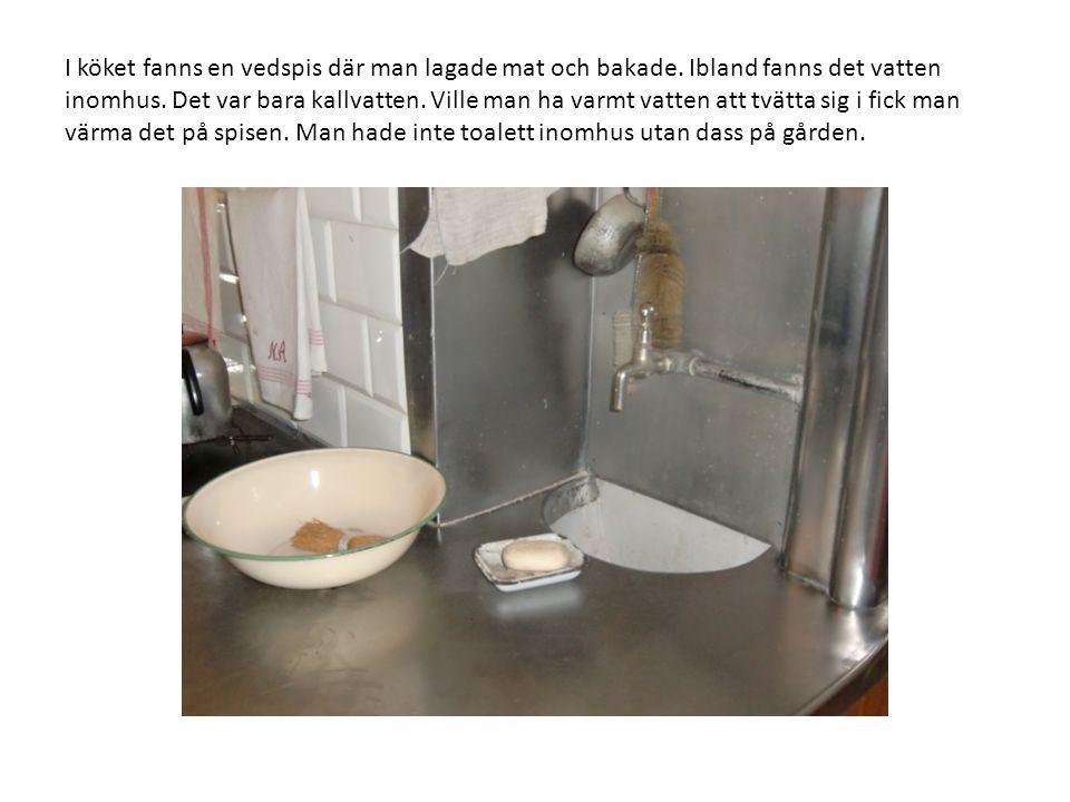 I köket fanns en vedspis där man lagade mat och bakade