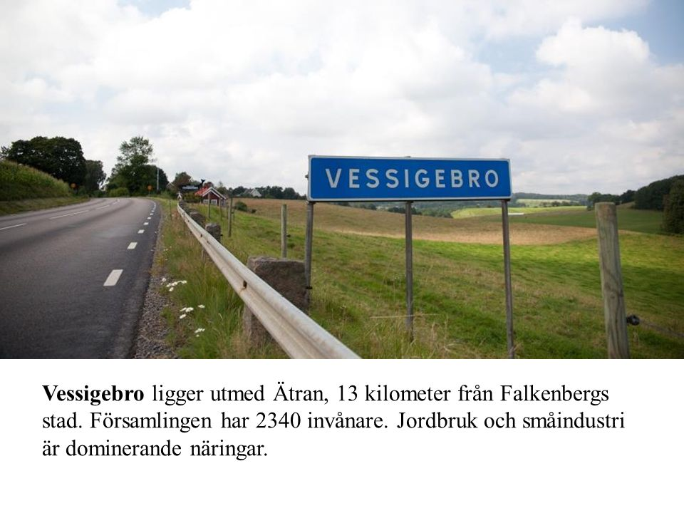 Vessigebro ligger utmed Ätran, 13 kilometer från Falkenbergs stad