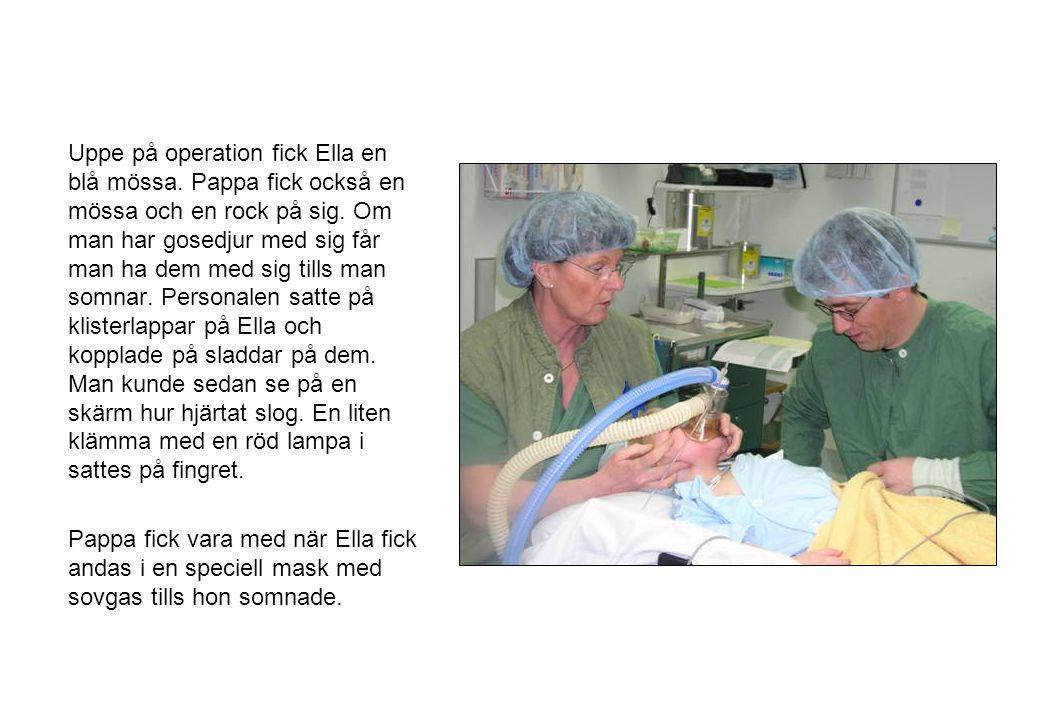 Uppe på operation fick Ella en blå mössa