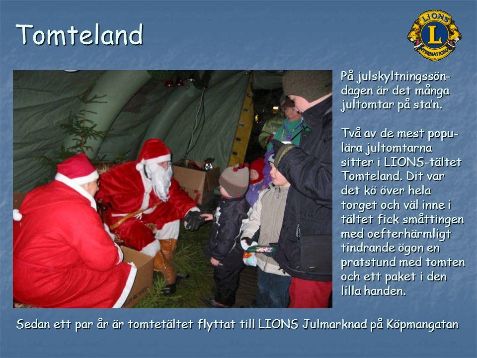 Tomteland På julskyltningssön-dagen är det många jultomtar på sta'n.