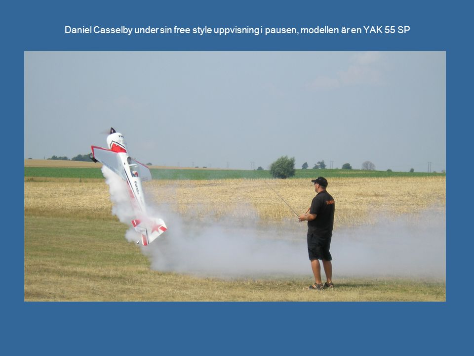 Daniel Casselby under sin free style uppvisning i pausen, modellen är en YAK 55 SP