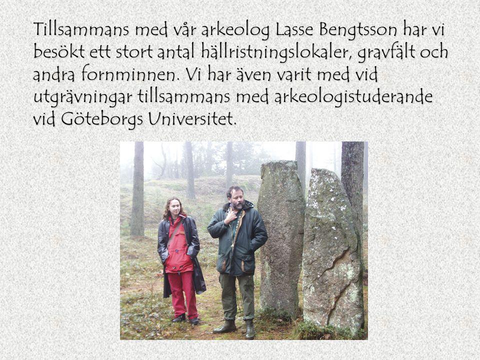 Tillsammans med vår arkeolog Lasse Bengtsson har vi besökt ett stort antal hällristningslokaler, gravfält och andra fornminnen.