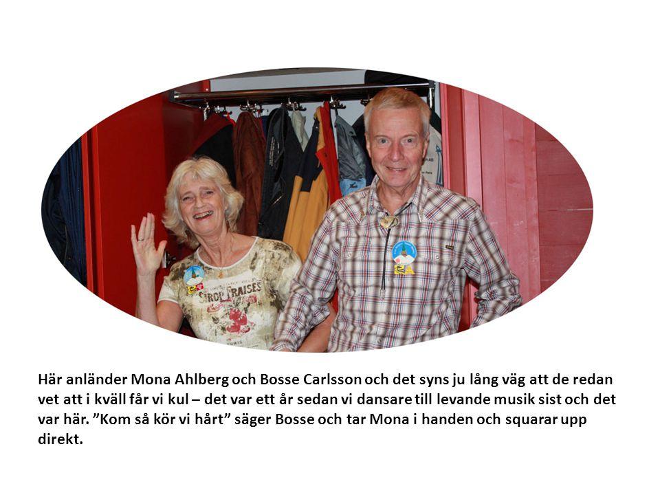 Här anländer Mona Ahlberg och Bosse Carlsson och det syns ju lång väg att de redan vet att i kväll får vi kul – det var ett år sedan vi dansare till levande musik sist och det var här.
