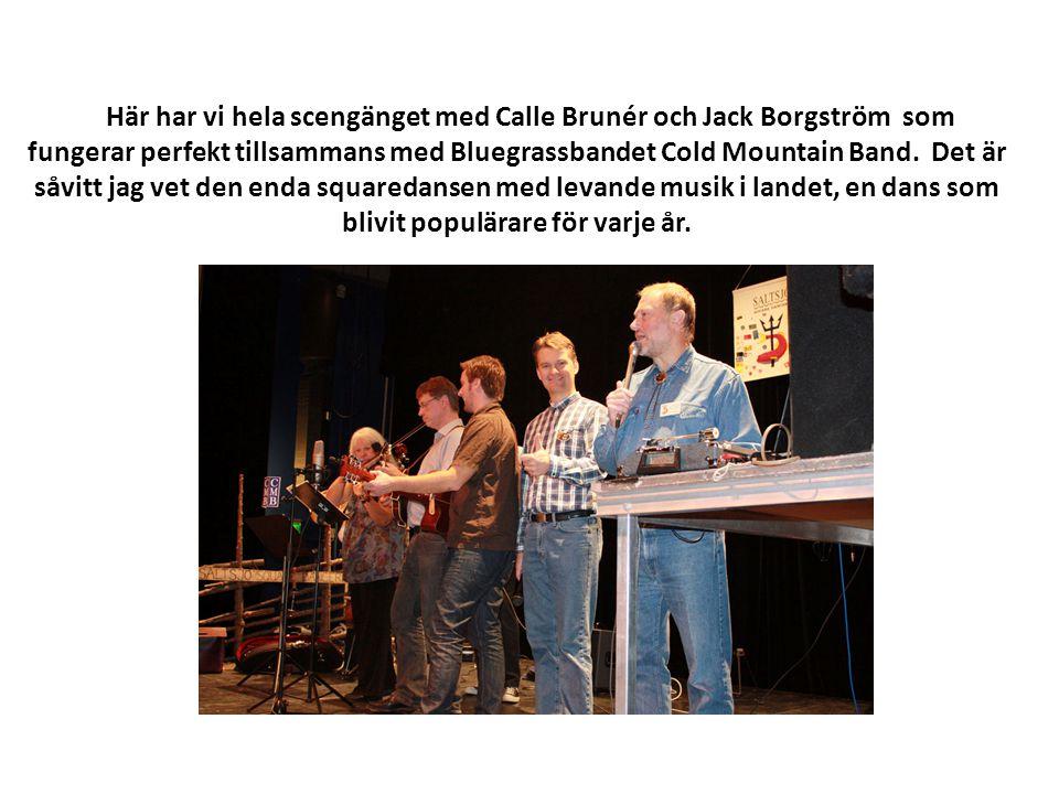 Här har vi hela scengänget med Calle Brunér och Jack Borgström som fungerar perfekt tillsammans med Bluegrassbandet Cold Mountain Band.