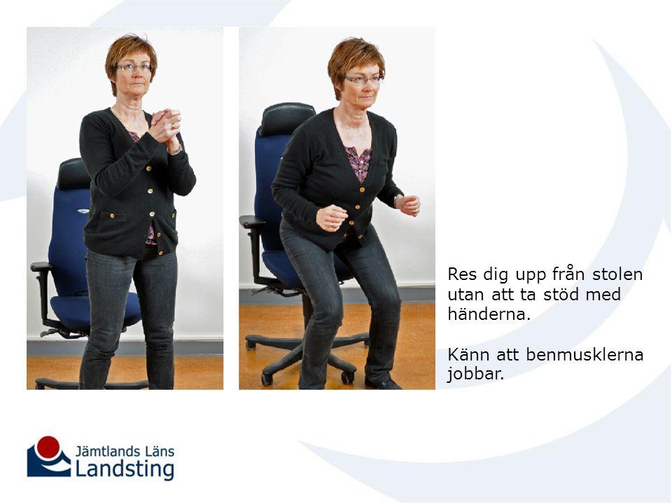 Res dig upp från stolen utan att ta stöd med händerna.