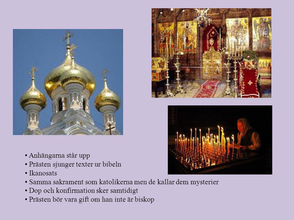 Anhängarna står upp Prästen sjunger texter ur bibeln. Ikanosats. Samma sakrament som katolikerna men de kallar dem mysterier.
