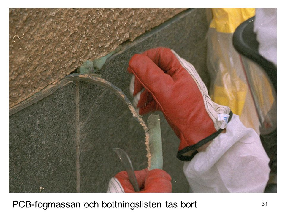 PCB-fogmassan och bottningslisten tas bort