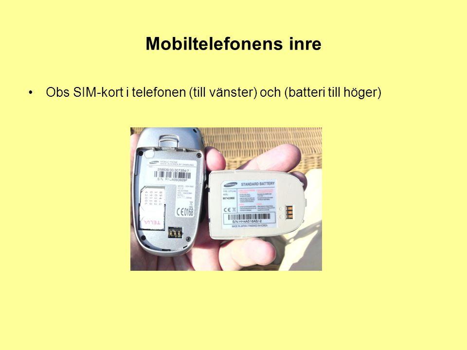 Mobiltelefonens inre Obs SIM-kort i telefonen (till vänster) och (batteri till höger)