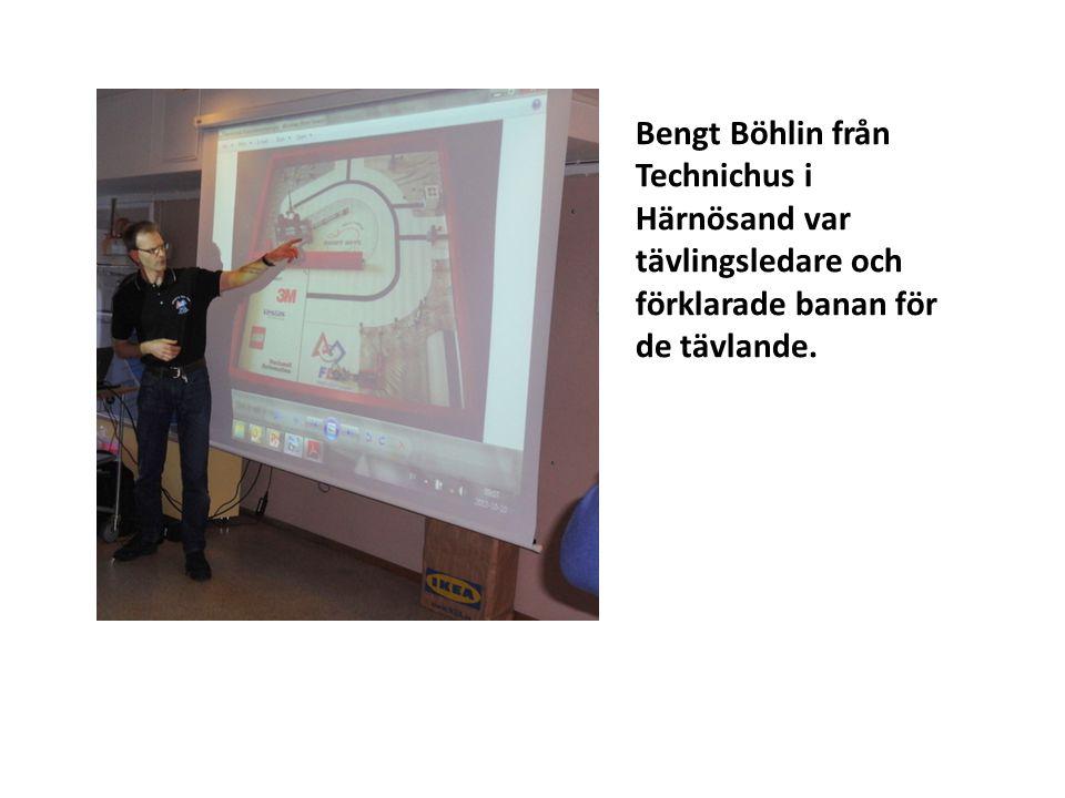 Bengt Böhlin från Technichus i Härnösand var tävlingsledare och förklarade banan för de tävlande.