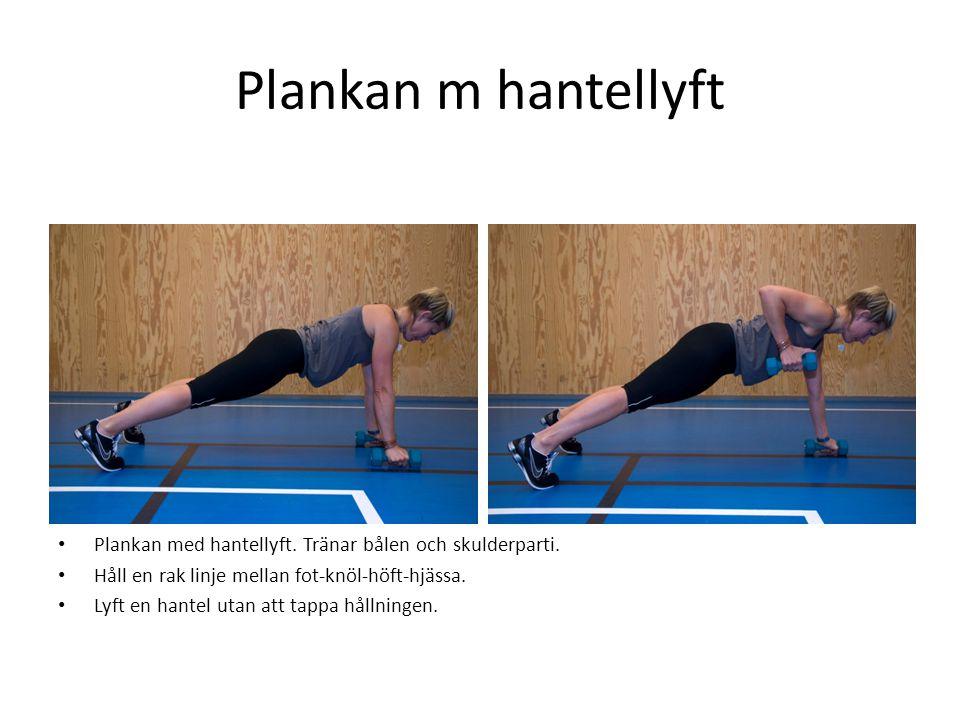 Plankan m hantellyft Plankan med hantellyft. Tränar bålen och skulderparti. Håll en rak linje mellan fot-knöl-höft-hjässa.