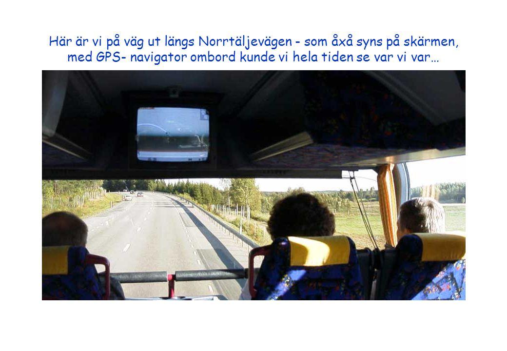 Här är vi på väg ut längs Norrtäljevägen - som åxå syns på skärmen, med GPS- navigator ombord kunde vi hela tiden se var vi var…