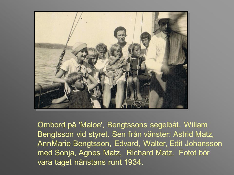 Ombord på Maloe , Bengtssons segelbåt. Wiliam Bengtsson vid styret