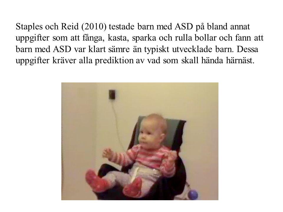 Staples och Reid (2010) testade barn med ASD på bland annat uppgifter som att fånga, kasta, sparka och rulla bollar och fann att barn med ASD var klart sämre än typiskt utvecklade barn.
