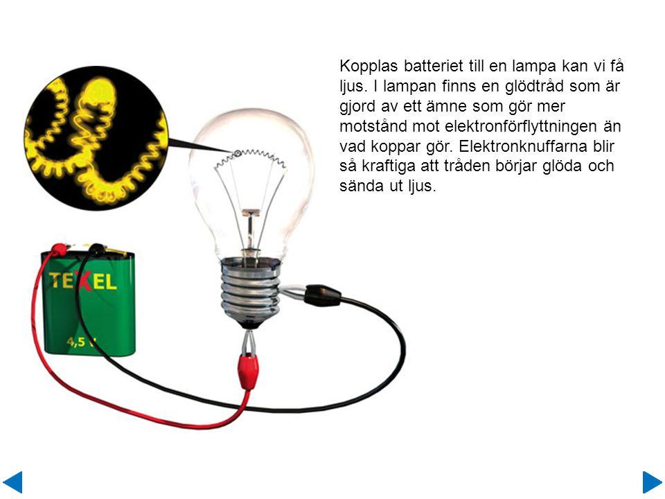 Kopplas batteriet till en lampa kan vi få ljus