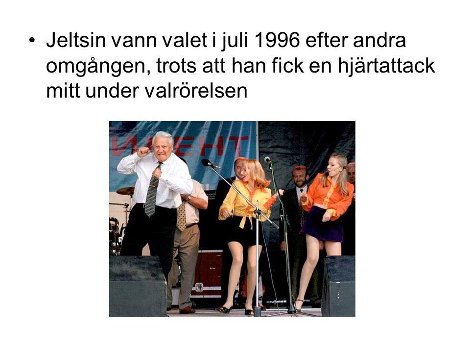 Jeltsin vann valet i juli 1996 efter andra omgången, trots att han fick en hjärtattack mitt under valrörelsen