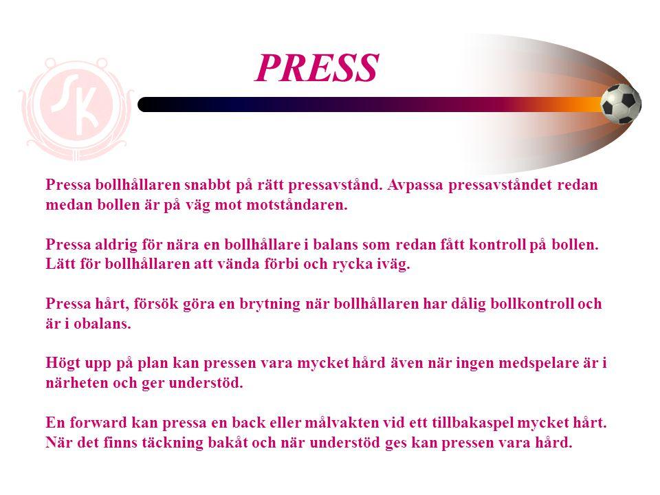 PRESS Pressa bollhållaren snabbt på rätt pressavstånd. Avpassa pressavståndet redan medan bollen är på väg mot motståndaren.