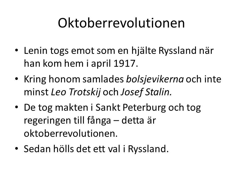 Oktoberrevolutionen Lenin togs emot som en hjälte Ryssland när han kom hem i april 1917.