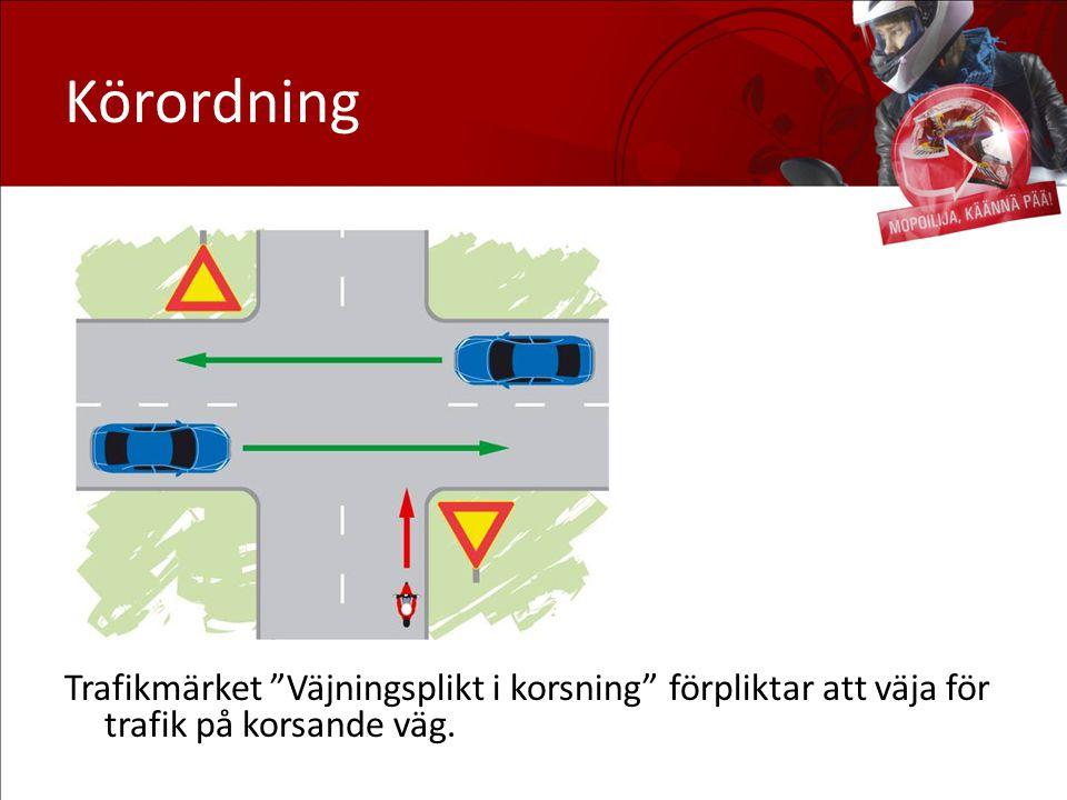 Körordning Väjning: På denna bild är mopedisten på väg rakt fram, och väjer då för trafik från höger och vänster.