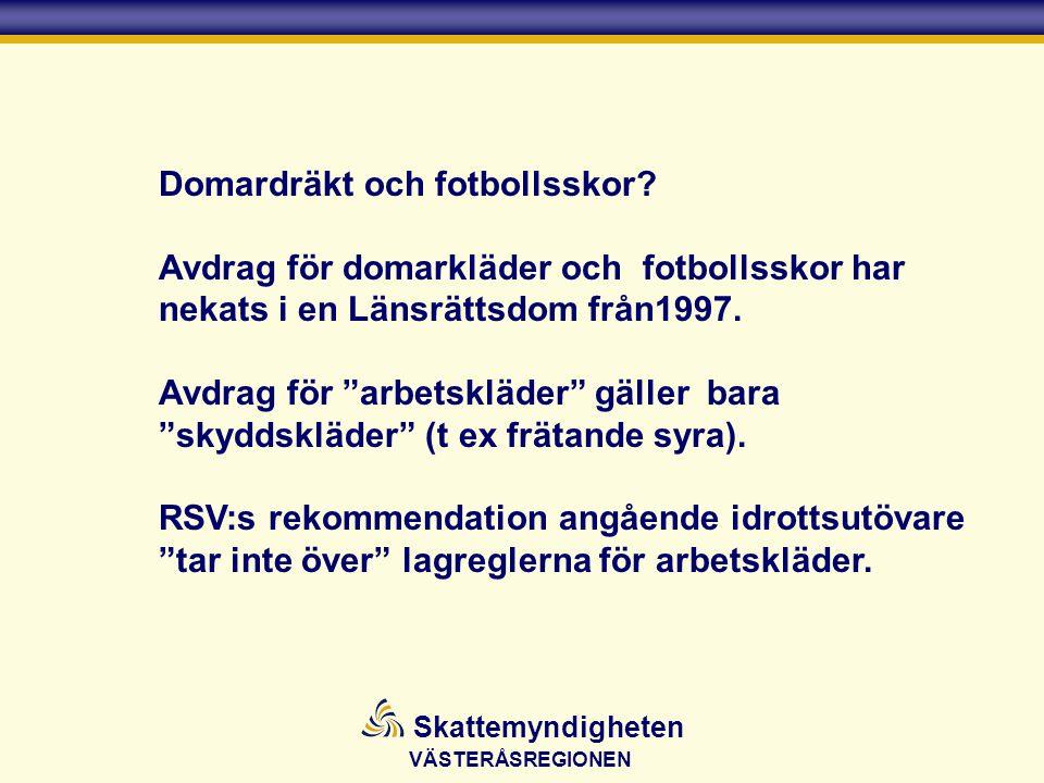 Domardräkt och fotbollsskor