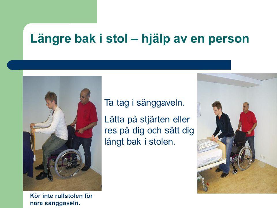 Längre bak i stol – hjälp av en person