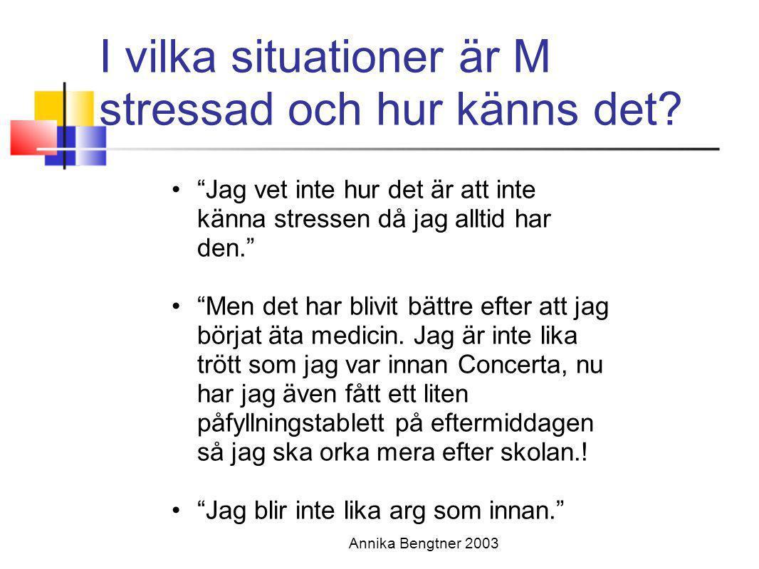 I vilka situationer är M stressad och hur känns det