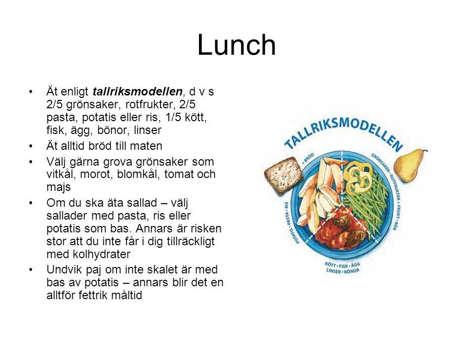 Lunch Ät enligt tallriksmodellen, d v s 2/5 grönsaker, rotfrukter, 2/5 pasta, potatis eller ris, 1/5 kött, fisk, ägg, bönor, linser.