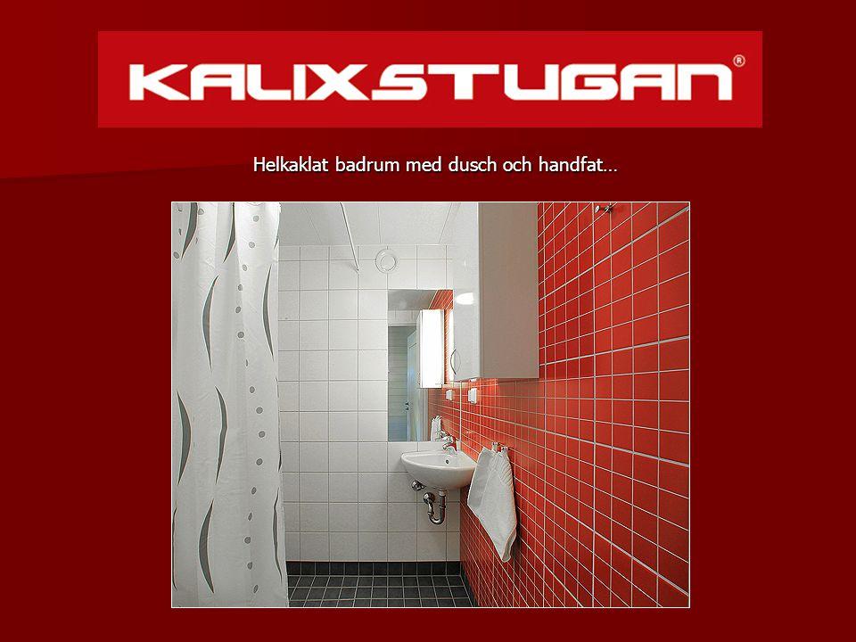 Helkaklat badrum med dusch och handfat…