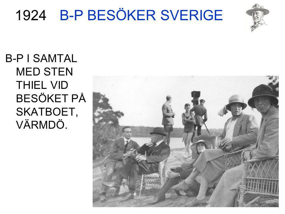 B-P BESÖKER SVERIGE 1924 B-P I SAMTAL MED STEN THIEL VID BESÖKET PÅ SKATBOET, VÄRMDÖ.