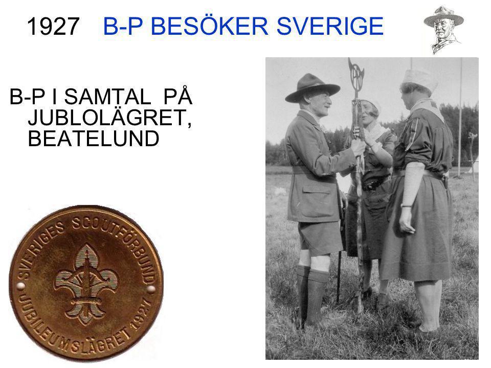 B-P BESÖKER SVERIGE 1927 B-P I SAMTAL PÅ JUBLOLÄGRET, BEATELUND