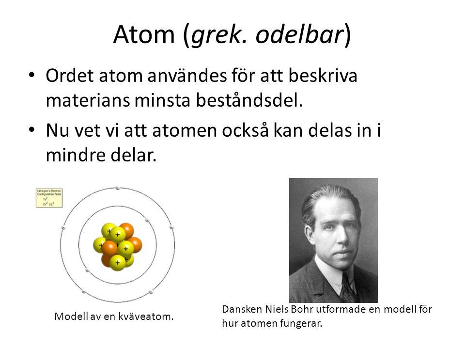 Atom (grek. odelbar) Ordet atom användes för att beskriva materians minsta beståndsdel. Nu vet vi att atomen också kan delas in i mindre delar.