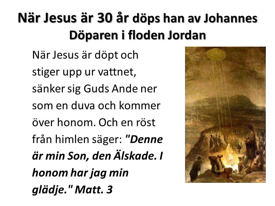 När Jesus är 30 år döps han av Johannes Döparen i floden Jordan