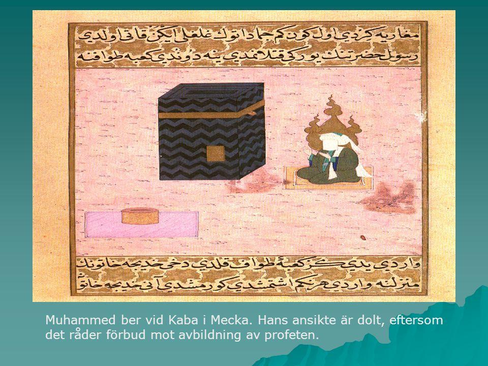 Muhammed ber vid Kaba i Mecka. Hans ansikte är dolt, eftersom