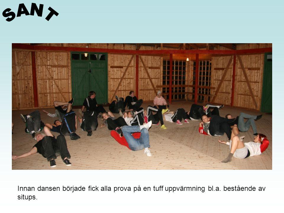 SANT Innan dansen började fick alla prova på en tuff uppvärmning bl.a. bestående av situps.