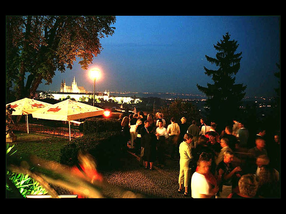 2-e27 Utsikt från restaurang Nebozízek i Petrínské parken
