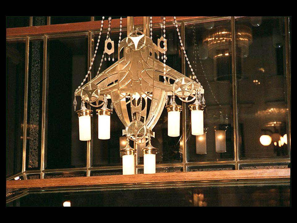 5-B18 Denna magnifika lampa blir slutbild för en lysande afton