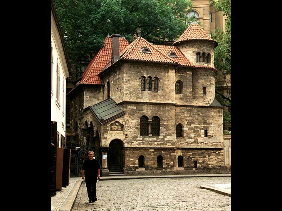 4-G32 Denna charmiga byggnad är enligt uppgift i neoromansk stil från tidigt nittonhundratal