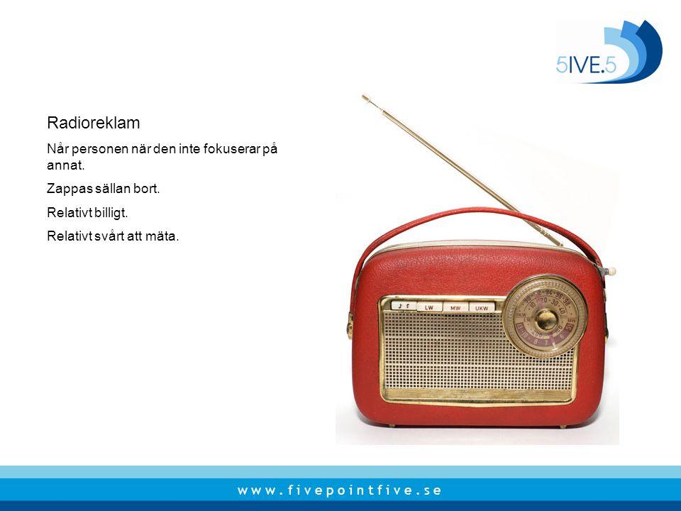 Radioreklam Når personen när den inte fokuserar på annat.