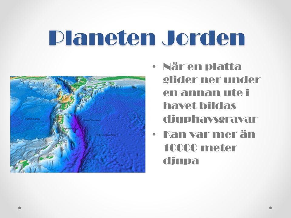 Planeten Jorden När en platta glider ner under en annan ute i havet bildas djuphavsgravar.