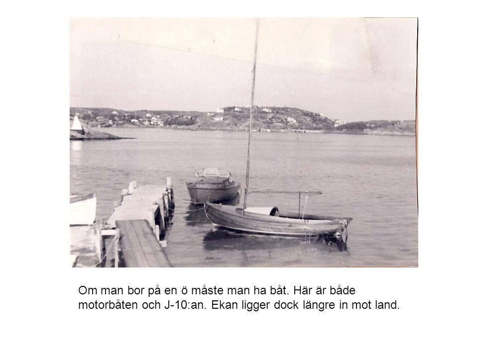 Om man bor på en ö måste man ha båt. Här är både motorbåten och J-10:an.