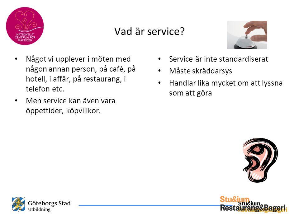 Vad är service Något vi upplever i möten med någon annan person, på café, på hotell, i affär, på restaurang, i telefon etc.