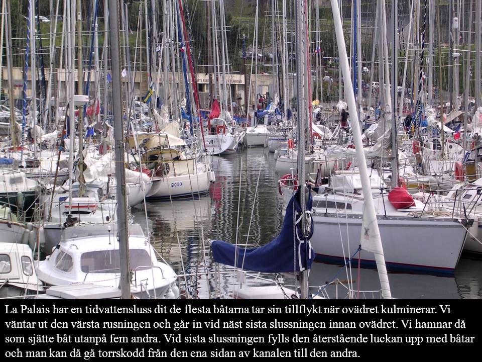 La Palais har en tidvattensluss dit de flesta båtarna tar sin tillflykt när ovädret kulminerar.