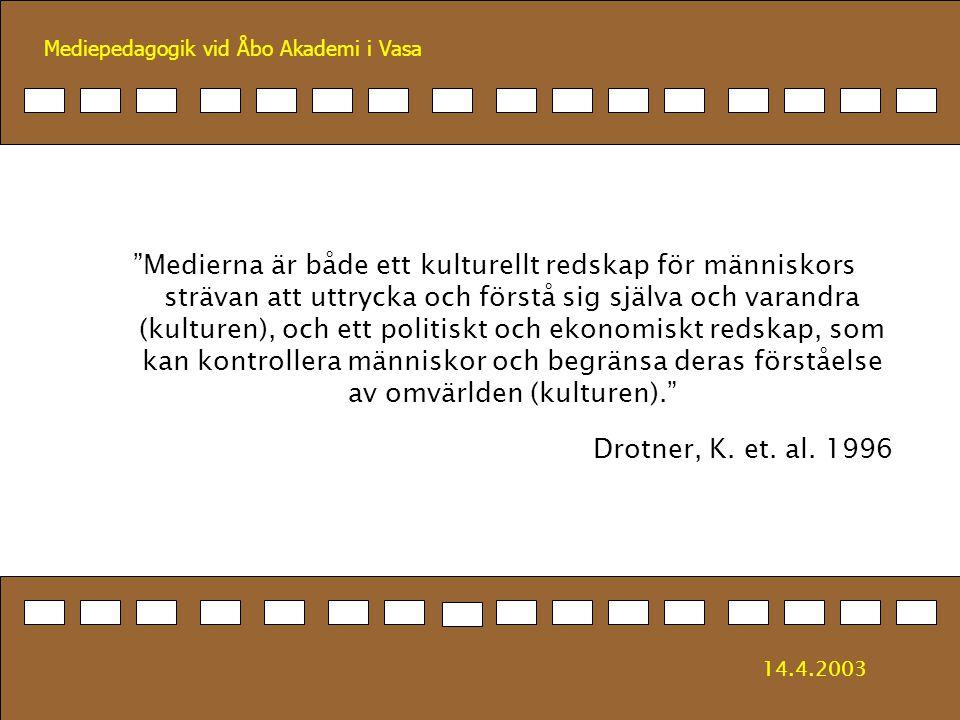 Medierna är både ett kulturellt redskap för människors strävan att uttrycka och förstå sig själva och varandra (kulturen), och ett politiskt och ekonomiskt redskap, som kan kontrollera människor och begränsa deras förståelse av omvärlden (kulturen).