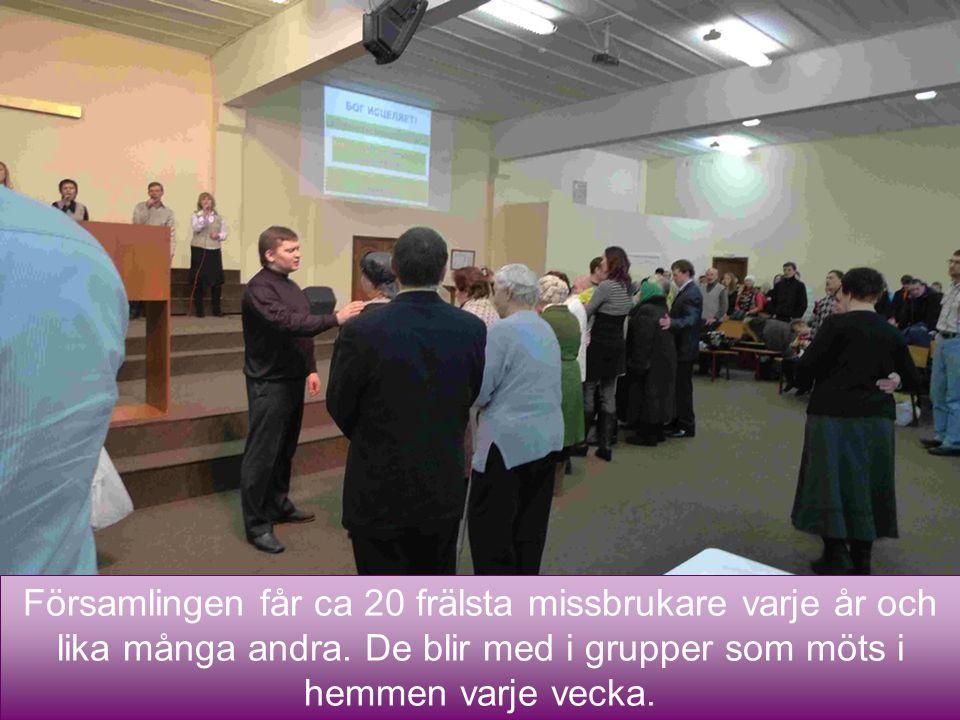 Församlingen 4/3/2017. 3 av pastorerna har specialuppgiften att stödja hemgrupperna.