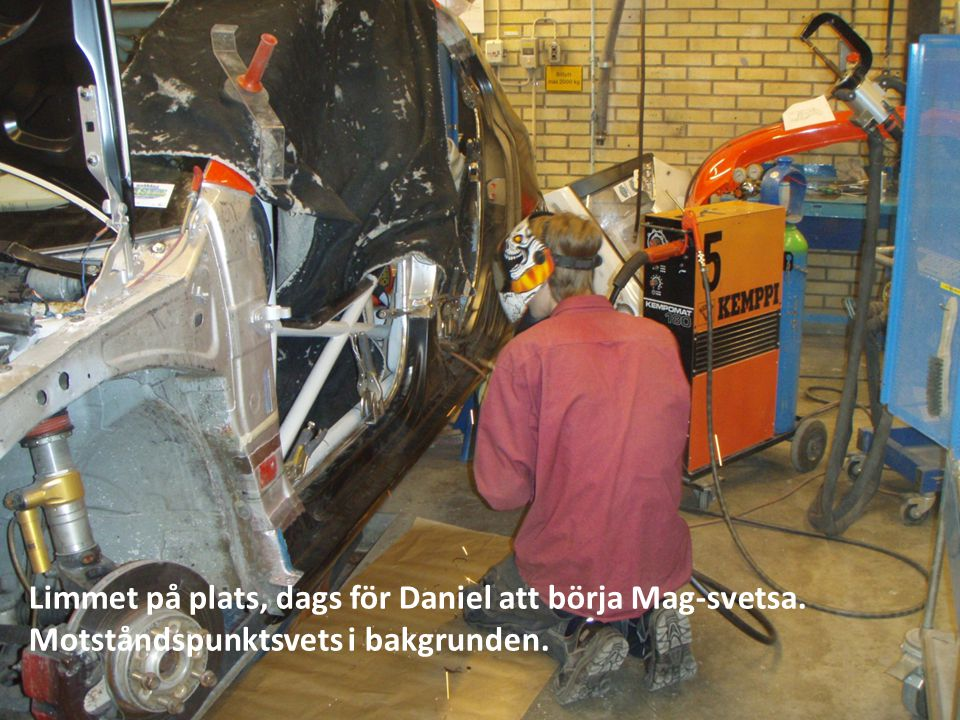 Limmet på plats, dags för Daniel att börja Mag-svetsa.