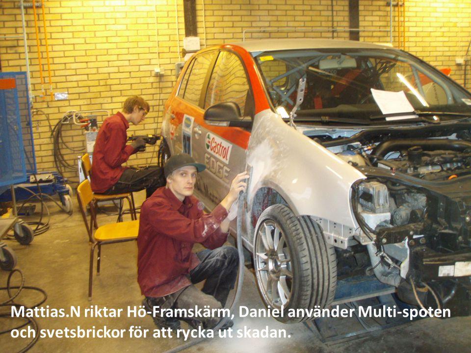 Mattias.N riktar Hö-Framskärm, Daniel använder Multi-spoten och svetsbrickor för att rycka ut skadan.