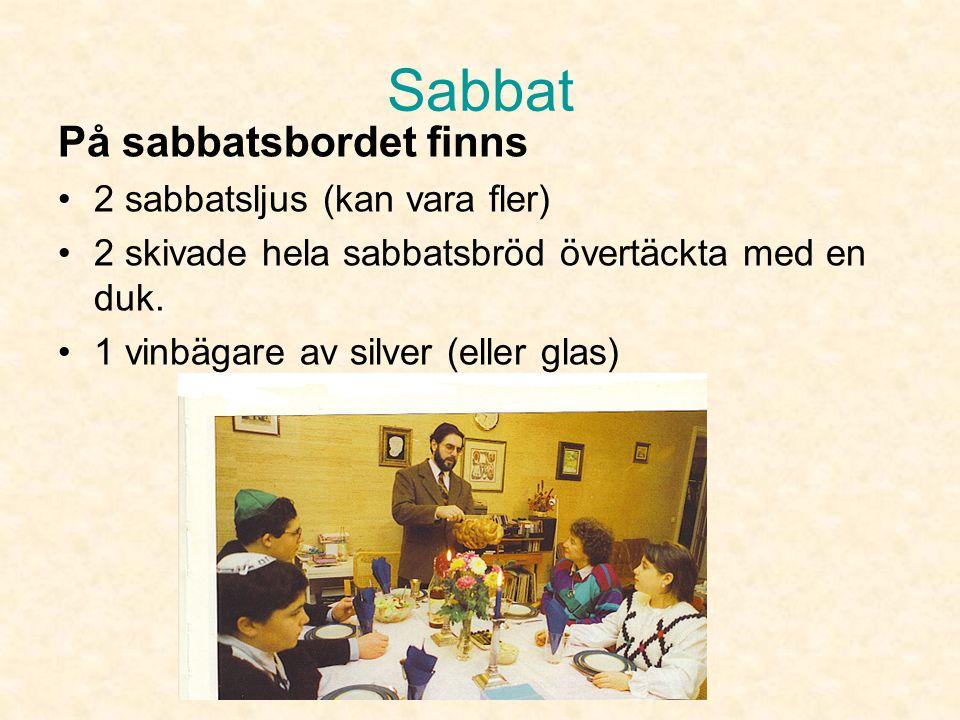 Sabbat På sabbatsbordet finns 2 sabbatsljus (kan vara fler)