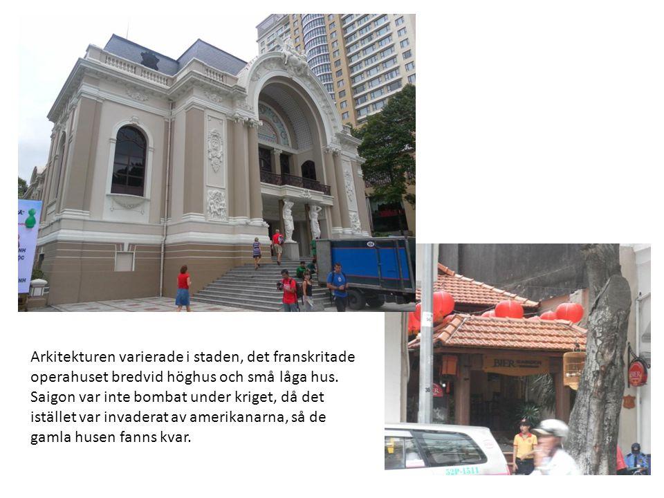 Arkitekturen varierade i staden, det franskritade operahuset bredvid höghus och små låga hus.